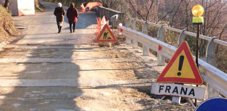 """Emergenza strade franate nel Nisseno, chiusa la Sp 140 """"Tummarano"""". Transito solo ai mezzi agricoli e residenti"""