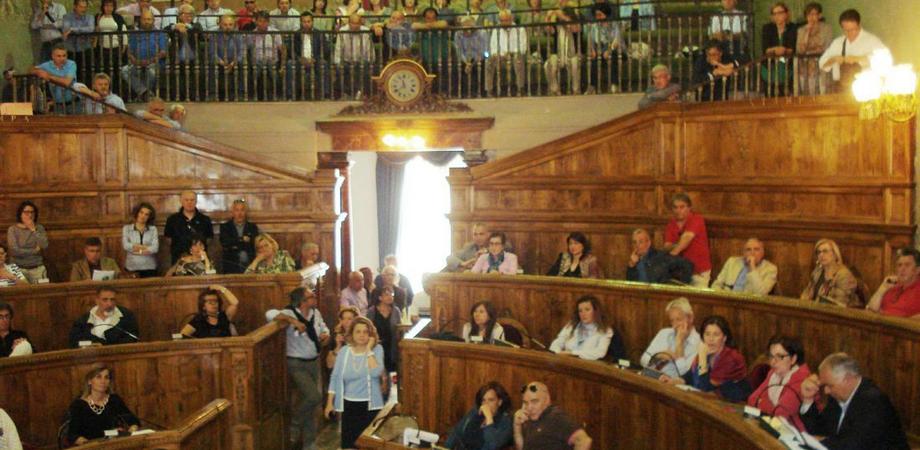 Caltanissetta, alla Provincia scatta la protesta dei dipendenti. Sit-in davanti la Prefettura: chiesto incontro a Crocetta