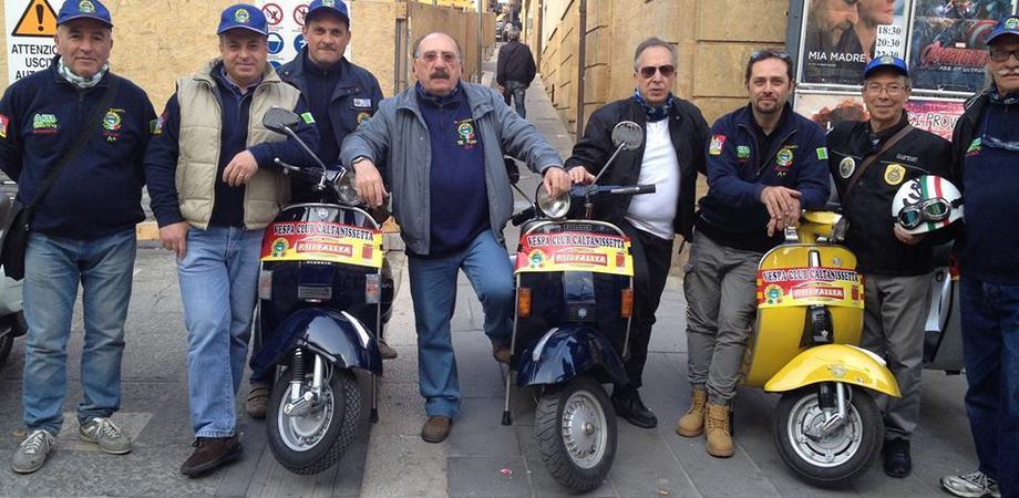 """""""Vespeggiando in Primavera"""", domenica a Caltanissetta raduno nazionale dei fan della Vespa"""