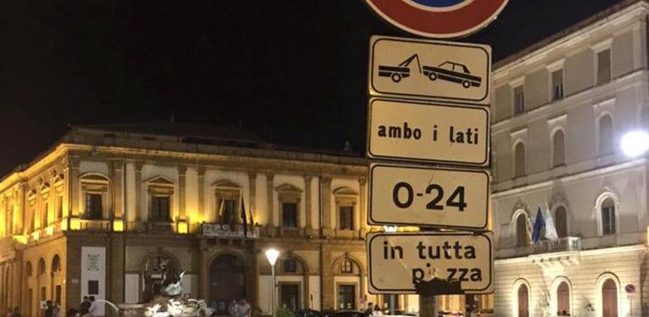 Caltanissetta, multe e carroattrezzi per chi posteggia male. Polizia Municipale sanziona 42 automobilisti in una notte