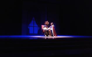 http://www.seguonews.it/stia-con-noi-a-vedere-lo-spettacolo-de-bella-e-la-bestia-linvito-dei-190-studenti-della-caponnetto