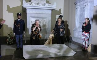 http://www.seguonews.it/la-nuova-tomba-del-giudice-falcone-diventa-polemica-politica-m5s-contrari-la-sorella-del-magistrato-scelta-della-famiglia