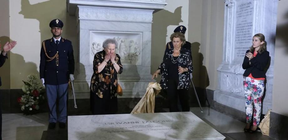 """La nuova tomba del giudice Falcone diventa polemica politica. M5S contrari, la sorella del magistrato: """"Scelta della famiglia"""""""