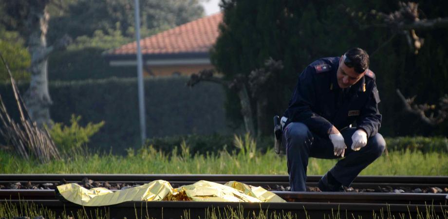 Tragedia sulla linea ferrata in provincia di Caltanissetta. Operaio di 22 anni si uccide gettandosi sotto il treno