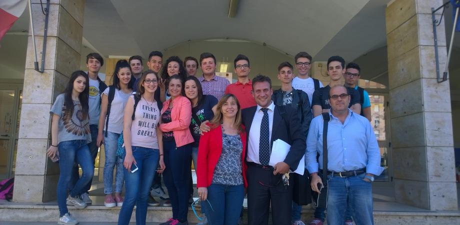 """Al Liceo Volta di Caltanissetta nuovi """"fischietti"""" per la pallamano nissena"""