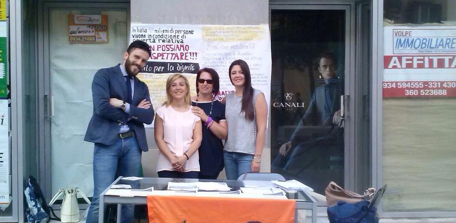 """Reddito di dignità, """"Libera"""" e """"Radici della Legalità"""" in piazza a Caltanissetta per la raccolta firme"""