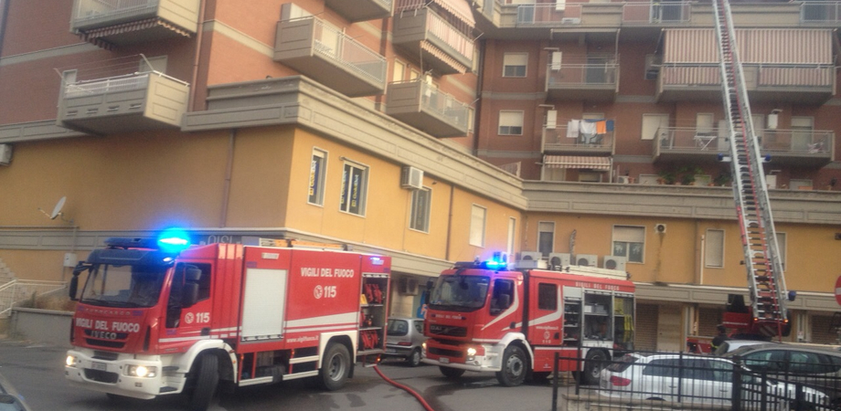 Guasto alla canna fumaria di un panificio, paura a Caltanissetta. Due appartamenti invasi dal fumo a San Luca