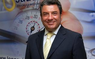 http://www.seguonews.it/soldi-dai-pazienti-e-illeciti-sui-rimborsi-arrestato-il-chirurgo-matteo-tutino-si-indaga-sugli-interventi-allospedale-santelia