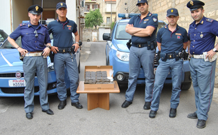 https://www.seguonews.it/dodici-chili-di-hashish-e-cocaina-maxi-sequestro-in-provincia-di-caltanissetta-la-polizia-arresta-3-giovani-a-niscemi