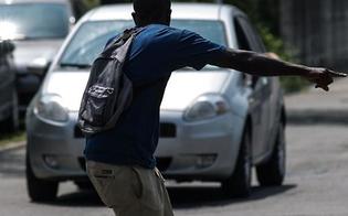 http://www.seguonews.it/viavai-di-posteggiatori-abusivi-in-piazza-marconi-e-al-santelia-arriva-la-polizia-scappano-ma-ritornano