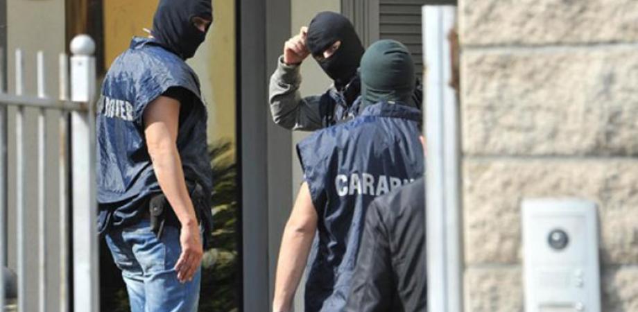 """Scia di furti in casa e nei negozi a Resuttano, i carabinieri scoprono la """"cricca"""": tre giovani denunciati"""