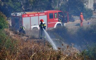http://www.seguonews.it/domenica-di-fuoco-a-caltanissetta-afa-alle-stelle-incendi-al-villaggio-santa-barbara-e-agli-angeli