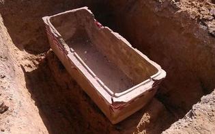 http://www.seguonews.it/gela-e-i-tesori-sommersi-scoperte-tre-necropoli-e-sepolcri-durante-gli-scavi-per-la-nuova-rete-idrica