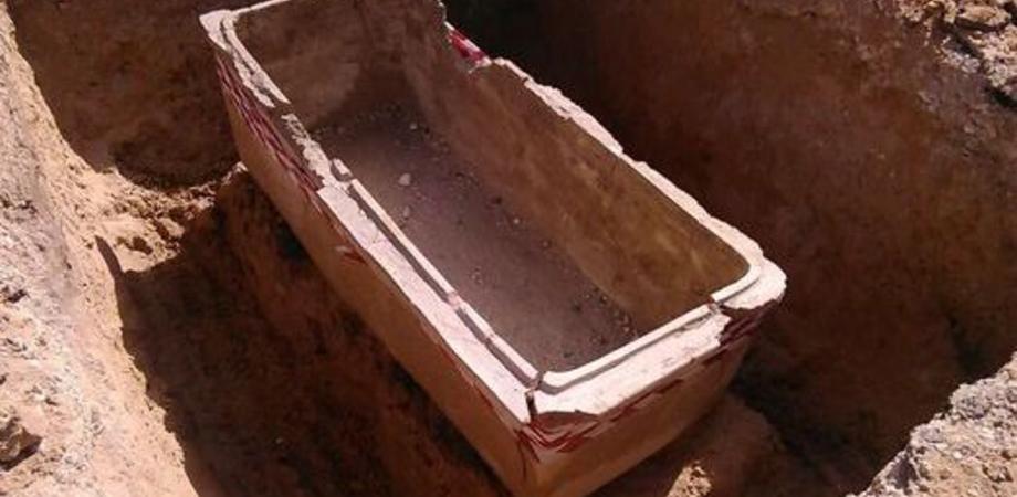 Gela e i tesori sommersi. Scoperte tre necropoli e sepolcri durante gli scavi per la nuova rete idrica