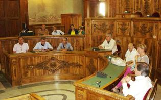 http://www.seguonews.it/ex-provincia-gli-impiegati-pensano-di-occupare-il-palazzo-sindacati-in-allerta-lunedi-crocetta-a-caltanissetta