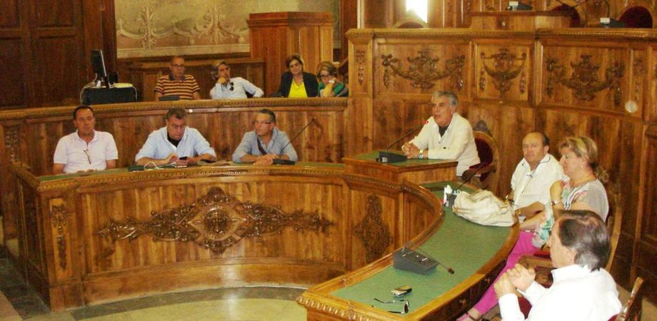 Ex Provincia, gli impiegati pensano di occupare il Palazzo. Sindacati in allerta, lunedì Crocetta a Caltanissetta