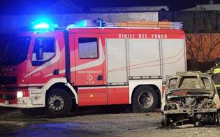 http://www.seguonews.it/dalla-prof-allimprenditore-i-piromani-tornano-allattacco-ennesima-notte-di-fuoco-a-gela-con-tre-incendi