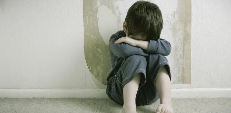 """""""Bimbo di 7 anni violentato nel Nisseno"""". I medici confermano gli abusi, la Polizia indaga sull'orco"""