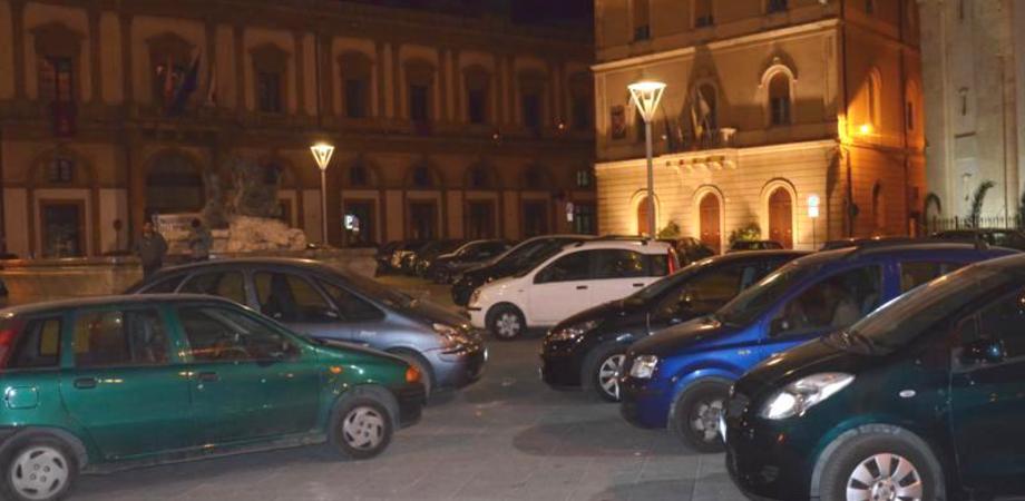 """Sosta selvaggia, il """"vizietto"""" dei nisseni. Blitz dei vigili urbani in centro storico e in periferia: 36 multati"""