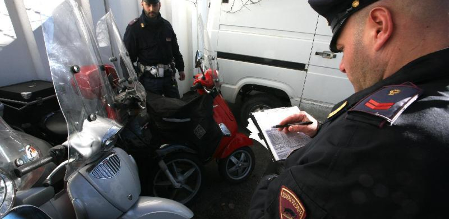"""Senza patente, assicurazione e targa. Nisseno col """"vizietto"""" denunciato dai poliziotti della sezione Volanti"""