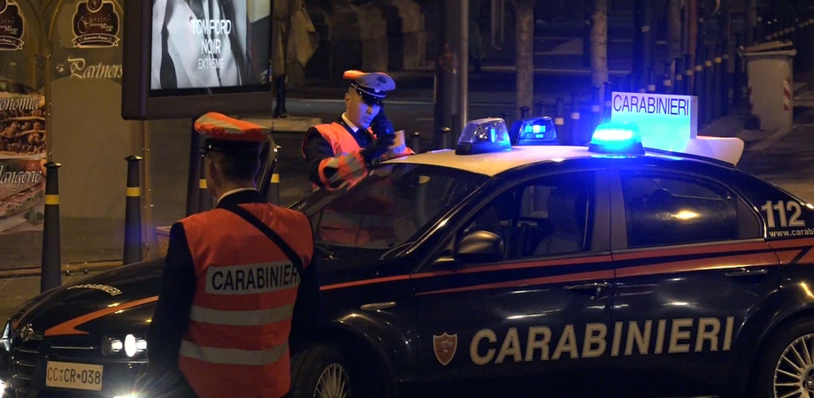 Controlli dei carabinieri sulle strade di Caltanissetta. Fermato uomo armato di coltello vietato