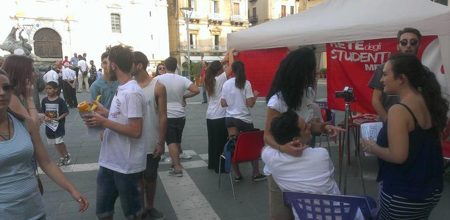 Ddl Buona Scuola, protesta in piazza a Caltanissetta. Video-petizione della Rete degli Studenti Medi contro la riforma