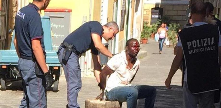 Rissa tra nigeriani nel centro storico di Caltanissetta, due feriti. Polizia e vigili urbani indagano sul movente della lite