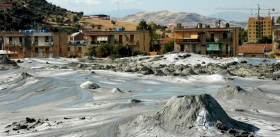 Bonifica dell'area dei vulcanelli di Caltanissetta: rimossi mille chili di amianto