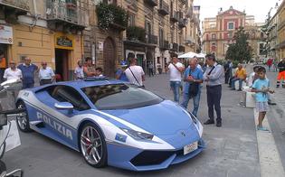 http://www.seguonews.it/tutti-pazzi-per-la-lamborghini-della-polizia-a-caltanissetta-sfila-il-bolide-che-corre-per-salvare-vite-umane