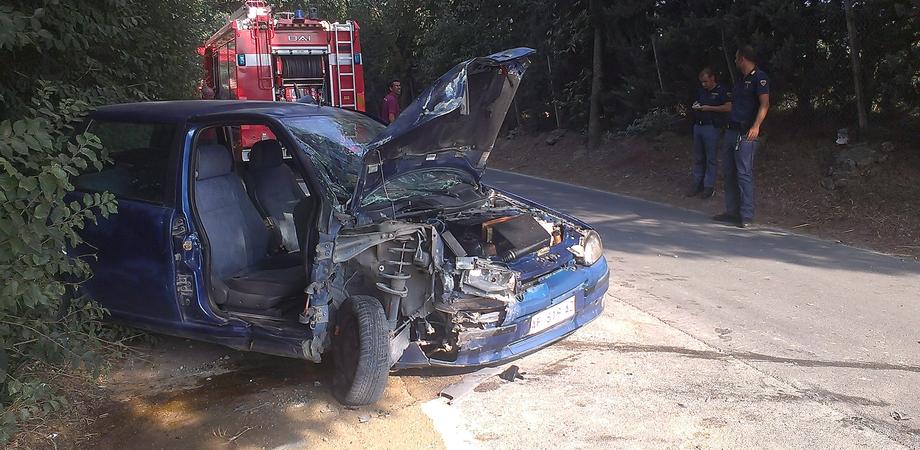 Carambola autonoma a Pian del Lago: auto distrugge centralina Enel, tre persone ricoverate in ospedale