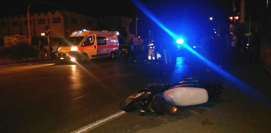 Incidente autonomo in via Crispi: scooterista nisseno scivola e batte la testa