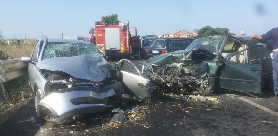Sangue sulle strade del Nisseno. Scontro frontale tra auto: muore pensionato, feriti tre giovani