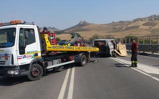http://www.seguonews.it/esplode-ruota-furgone-si-ribalta-alle-porte-di-caltanissetta-ferite-lievi-per-due-ambulanti-marocchini