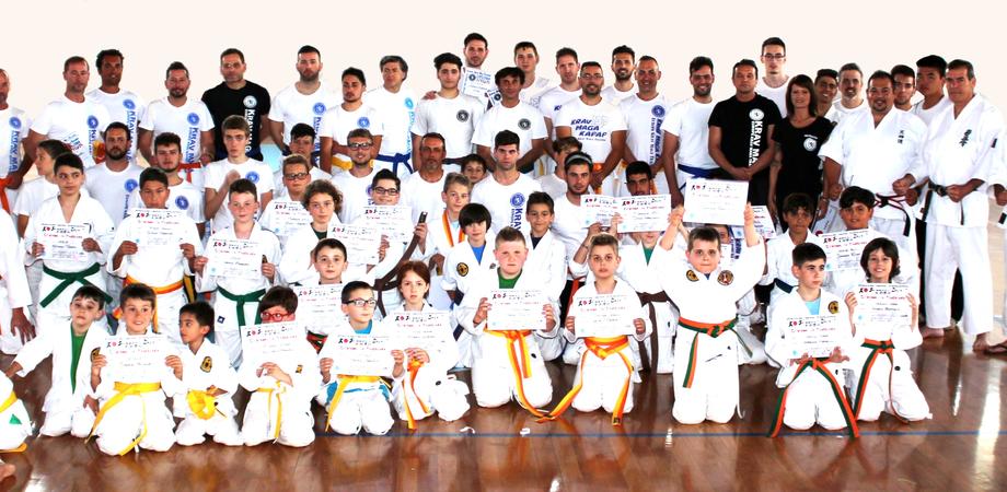 Cintura colorata per 100  atleti della scuola Samurai Dojo