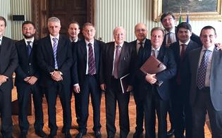 http://www.seguonews.it/ecco-perche-non-va-soppressa-la-corte-dappello-di-caltanissetta-delegazione-in-missione-a-roma-dal-guardasigilli