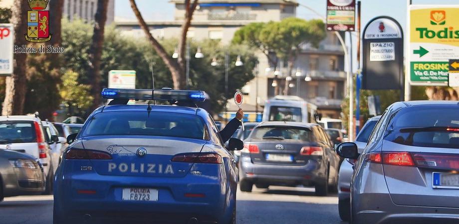 Caltanissetta. Adocchia una donna e si masturba: camionista denunciato per atti osceni dalla Polizia