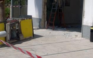 http://www.seguonews.it/furto-con-spaccata-a-gela-ladri-scardinano-bancomat-delle-poste-e-incendiano-auto-ma-il-raid-fallisce