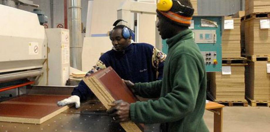 In Sicilia lavorano di più gli stranieri. Lo studio: 50,3% contro il 39,9% degli isolani