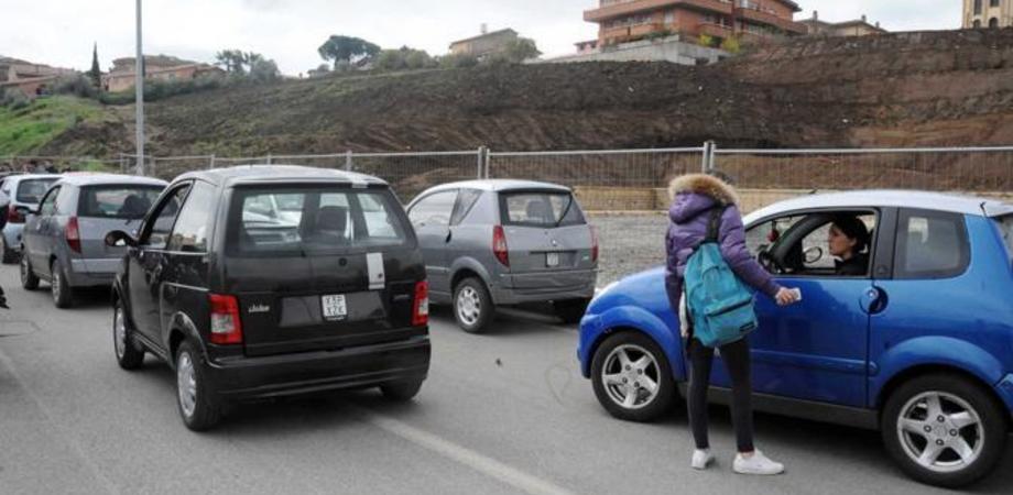 Ruba minicar a Caltanissetta, catturato 20 minuti dopo a Canicattì. La Polizia denuncia manolesta romeno