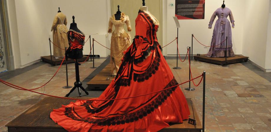 """Costumi siciliani realizzati dagli studenti del liceo d'Arte """"Assunto"""", martedì mostra all'ex Circolo dei Nobili"""