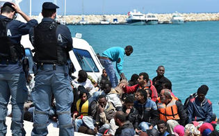 http://www.seguonews.it/profughi-in-fuga-salvati-nel-canale-di-sicilia-pasqua-in-prima-linea-per-la-guardia-costiera