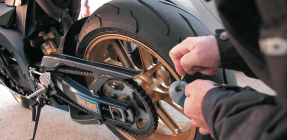 Parcheggia il ciclomotore per una breve sosta ma il ladro è più veloce. Derubato un nisseno