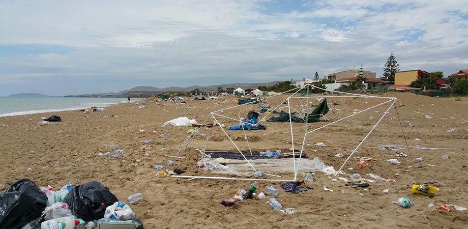 Giovani nisseni derubati in vacanza a Ferragosto, auto saccheggiate sulle spiagge di Marina di Butera