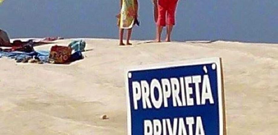 """Alla Scala dei Turchi spunta il cartello """"proprietà privata"""". La denuncia di Mareamico, il sindaco: """"La scogliera è nostra"""""""