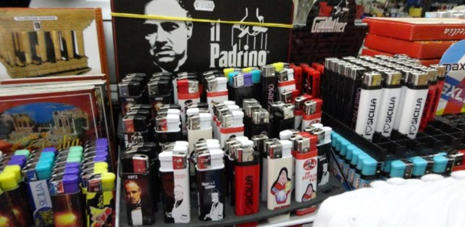"""""""Basta con i souvenir mafiosi"""". La campagna in Sicilia contro il merchandising che promuove l'illegalità"""