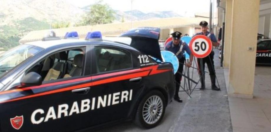 Rubano i cartelli stradali nella deviazione della A19, carabinieri arrestano 4 componenti di una banda