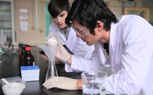 http://www.seguonews.it/corso-aperto-di-medicina-a-enna-agli-studenti-non-piace-noi-discriminati-con-i-test-dingresso