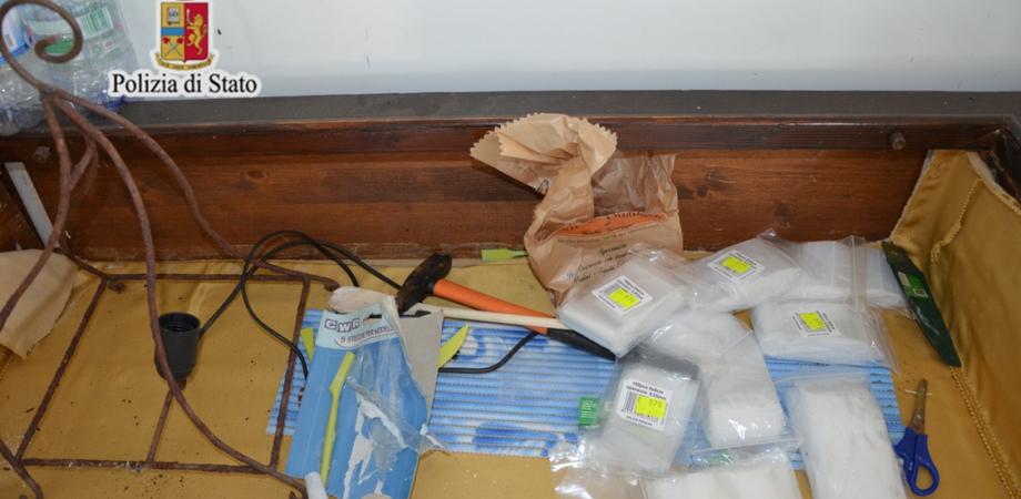 In contrada Sabucina l'Antidroga scopre laboratorio coltivazione e stoccaggio di marijuana: denunciato giovane