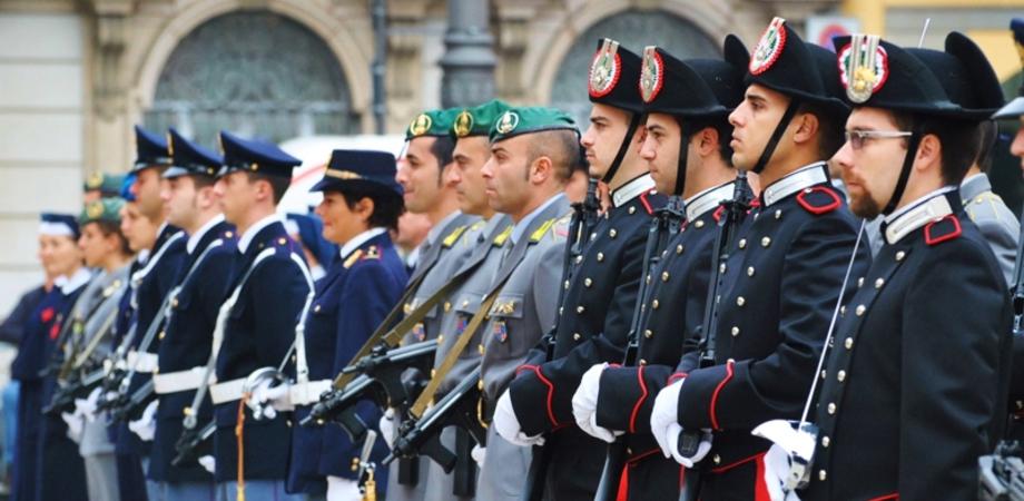 """Forze armate, polizia e vigili del fuoco: anche i più bassi potranno arruolarsi. Nuovi requisiti del Governo, ora c'è la """"massa grassa"""""""