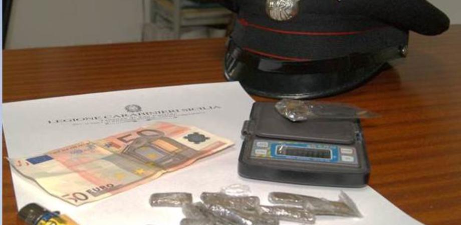Spaccio di droga a San Cataldo, tre denunciati. Conviventi trovati con hashish dai carabinieri